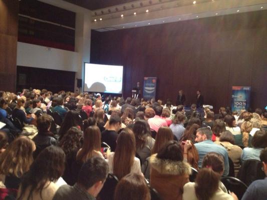 El Dr. Román en el Seminario de Oral B en Sevilla